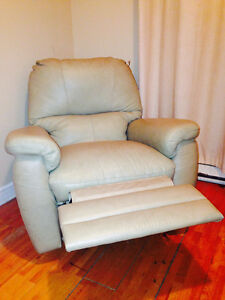 **BEAUTIFUL LAZY-BOY Recliner/ Fauteuil Inclinable LAZY-BOY**