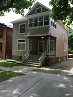 3 BEDROOM FURNISHED DUPLEX UTILITIES, NET & CABLE TV PAID !