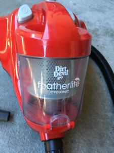 Dirt Devil Featherlite Cyclonic Bagless Canister Vacuum(SD40100)