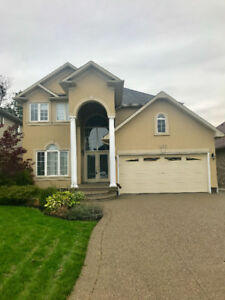 Beautiful 4 Bedroom Home in Heart of Meadowlands - Ancaster