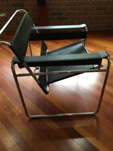 Ergonomic Black Leather Metal-Framed Armchair, Corbusier-style