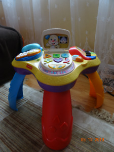 Fisher Price Laugh & Learn Play Table (EN and FR)