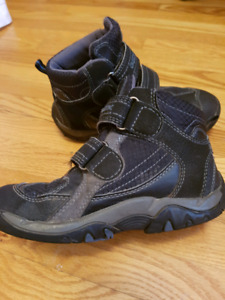 Geox boys boots size 12