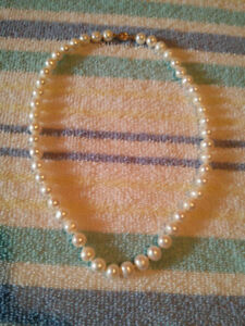 Woman's 14k gold pearl necklace