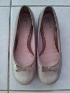 CLARK'S Leather Flats - Size 7 - Metallic (Silvery Gold)