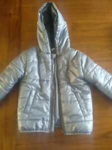 Light weight puffer jacket, excellent condition, by Delta