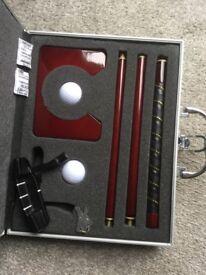 Executive indoor golf putting set