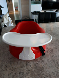 Red bumbo with tray