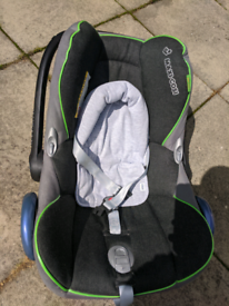 Maxi Cosi Baby Car Seat (0 to 9 months) with newborn insert