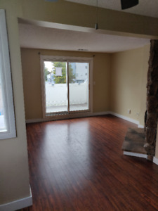 Huge 3 Bed, 2 bath Condo in Lancaster! MUST SEE!
