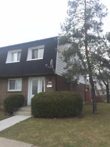 TOWNHOUSE FOR RENT (West Island)