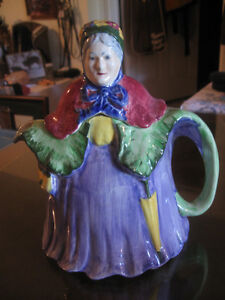 EXQUISITE LITTLE OLD LADY ENGLISH-MADE CHINA TEA POT
