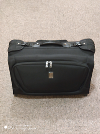 Travelpro Crew 11 Luggage 22inch Rolling Garment Bag Suitcase in Black Multiple Pockets