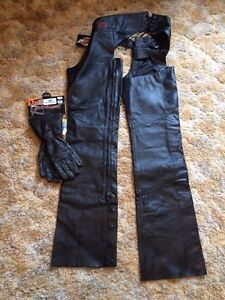 NWT Ladies Harley Davisdon chaps and riding gloves