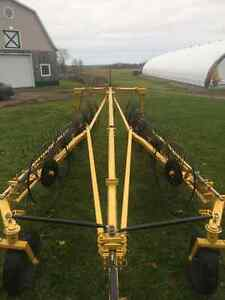 Wheel rake Buhler/Farm king for sale Gatineau Ottawa / Gatineau Area image 6