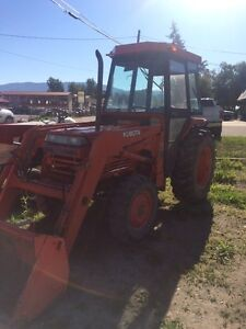 L3450 Kubota tractor with loader and cab