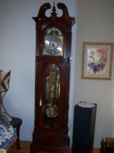 "HORLOGE GRAND-PÈRE ""HOWARD MILLER"""