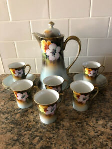 BEAUTIFUL VINTAGE MEITO CHINA COFFEE/ESPRESSO SET
