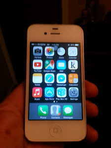 iPhone 4 (Rogers/Fido){MAKE AN OFFER}