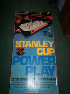 """POWER PLAY"" 1977 TABLE-TOP HOCKEY GAME by COLECO - MONTREAL"
