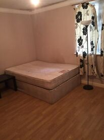 Nice double room available at Limehouse