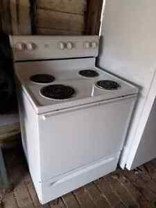 White basic stove  Cambridge Kitchener Area image 1