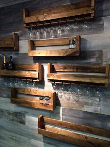 Différents articles faits de bois recyclé à différents prix