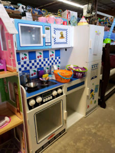 Kitchen @ clicklak used toy warehouse