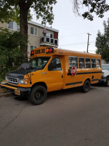 Small Bus 350 Ford 7.3L Diesel