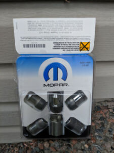 Jeep Wrangler locking Wheel Set, key and nuts,