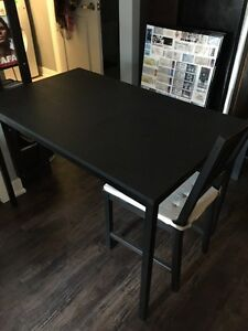 Kitchen table, Matching chairs, Seat cushions