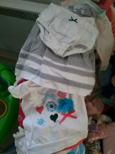 Vêtements bébé fille 0 à 3-6 mois 115 morceaux 40$