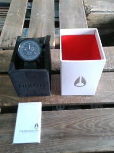 Brand new and very rare men's Nixon Magnacon Leather ll  watch.