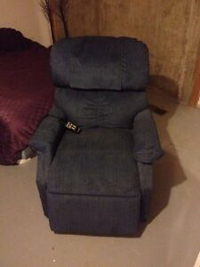 "MaxiComforter ""M"" Lift Chair - in ""Admiral"" Kawartha Lakes Peterborough Area image 1"