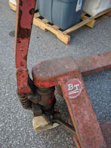 Pallet Pump Truck (rusted) 27*48*5500, works good,no leaks,nylon