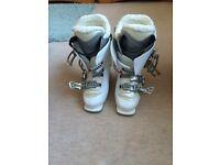 Lovely Salomon ski boots