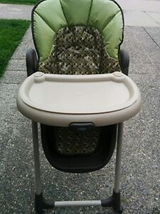 """Graco """"Meal Time"""" High Chair Folds up to easily so its out of yo"""