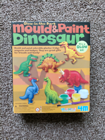 Dinosaur magnet/badge