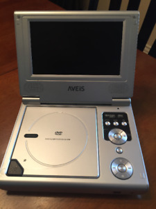 "7"" Portable DVD player with travel case"