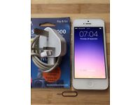 Apple Iphone 5 Unlocked To All Networks With Charger & Simcard Excellent Condition