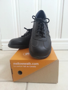 New woman safety  shoes size 9