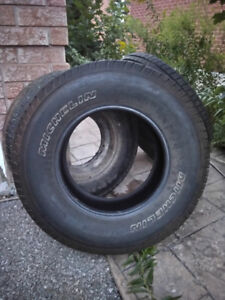 set of 2 practically new Michelin all season tires  255/70/r16