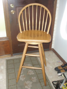 ~ BEAUTIFUL WINDSOR SWIVEL BAR STOOL / CHAIR ~ NOW $49.99