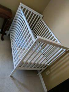 one good condition baby cribs for sell