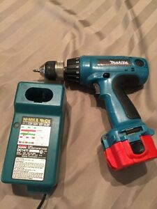 Drill makita avec chargeur