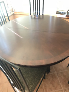 BEAUTIFUL ROUND DINING ROOM TABLE SET WITH CHAIRS - GREAT CONDIT