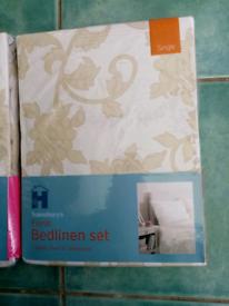 Bedlinen floral duvet sets 1 single, 1 double, 3 pillow cases