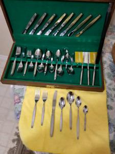 12 Place Settings Oneida Frostfire cutlery