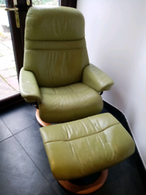 EKORNES STRESSLESS LEATHER CHAIR AND STOOL