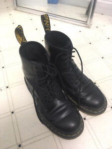 Dr. Martens 8 Eye 1460 Smooth Black Men's 8 / Women's 9